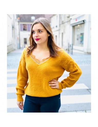 Pull femme jaune moutarde maille fine décolleté dentelle