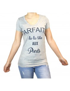 T shirt humour femme : Parfaite de la tête aux pieds gris & col v